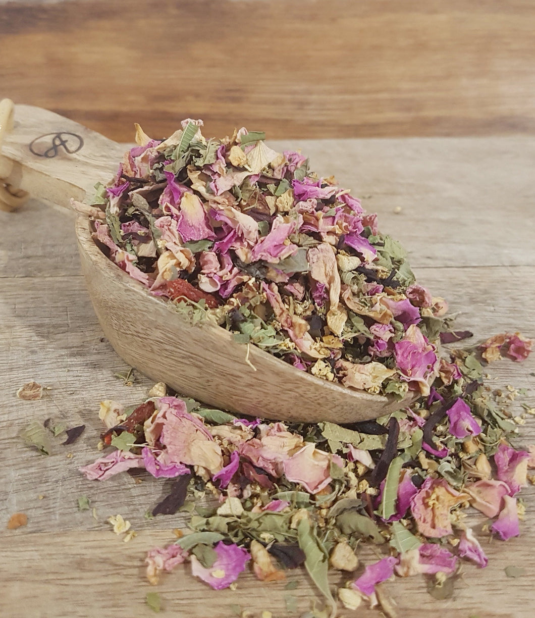 A fragrant, quenching and uplifting herbal tea for those hot summer days.