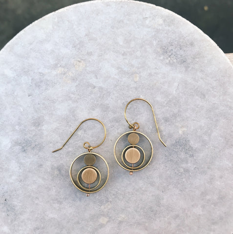 Kinetic circle earrings