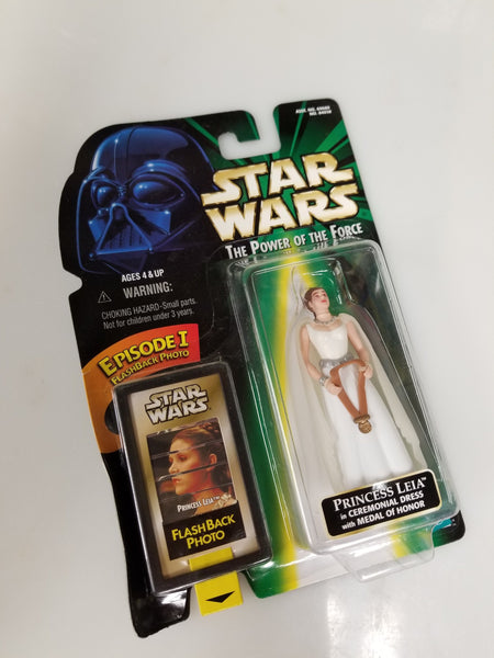 Star Wars Power Of The Force Princess Leia in Ceremonial Dress w/ Medal Of Honor Action Figure 1998 Sealed On Green Card New