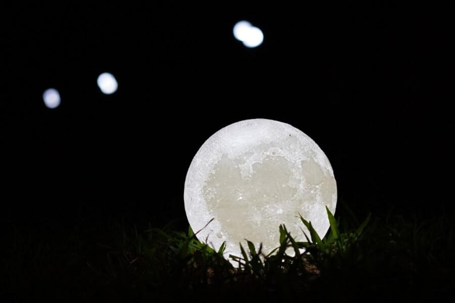 Your own moon in the city luna lamp
