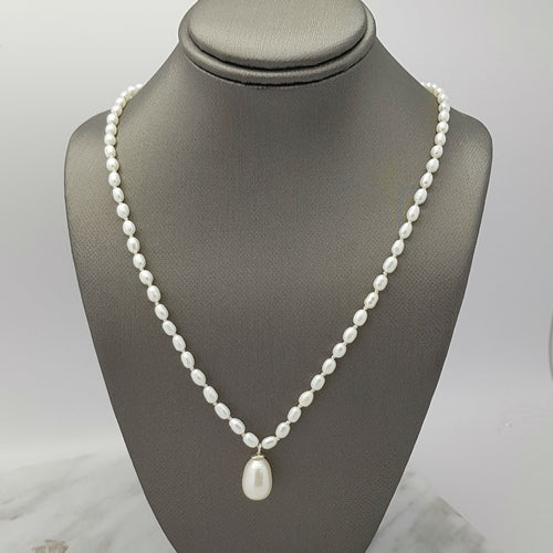 pearl strand necklace with dangle pearl