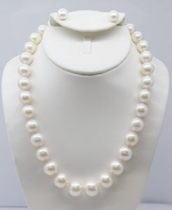 Large White Graduated Pearl Necklace and Earring Set