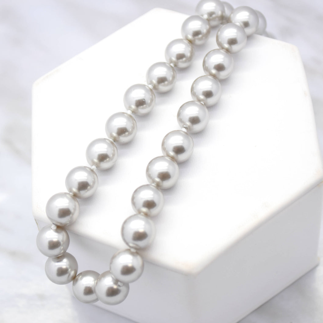 Gray Shell Pearl Necklace