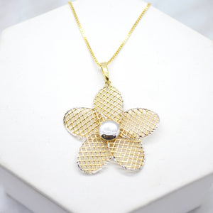 Yellow Gold Daisy Pendant Necklace