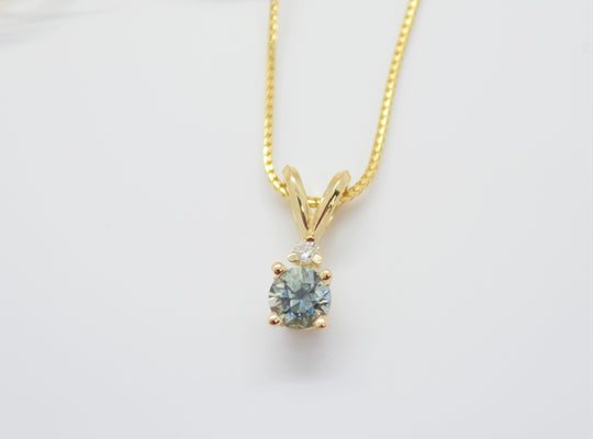 green blue sapphire necklace in yellow gold