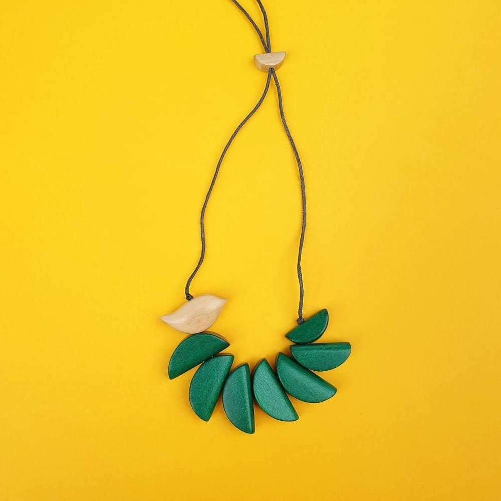 Birdie Balancing Life necklace in green.