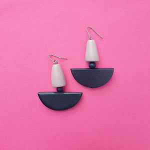Beautiful wooden earrings, with two drops the first is in a oyster colour and the second is deep ocean.