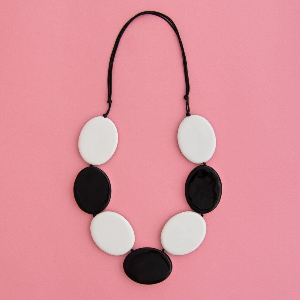 Contrast Flat Disc Necklace Black & White