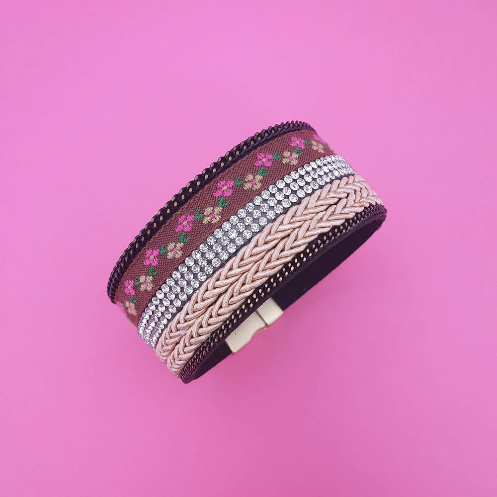 Boho style wrap bracelet with rattan, tiny flowers and sparkly in the middle.