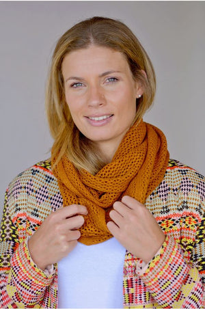 Woman wearing Infinity MVP Snood Spice
