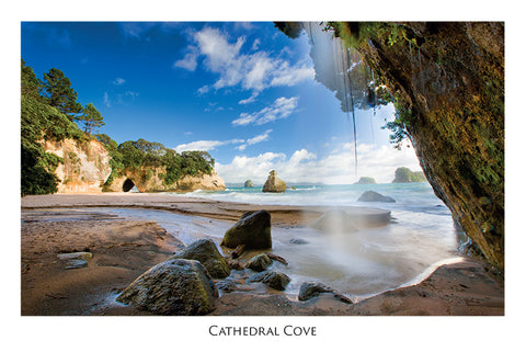 520 - Post Art Postcard - Cathedral Cove