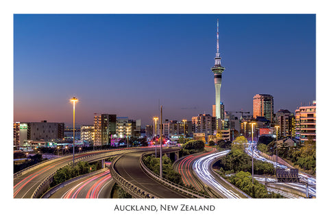 532 - Post Art Postcard - Auckland at night