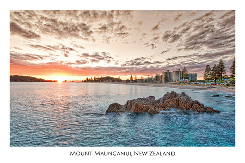 558 - Post Art Postcard - Mount Maunganui - Sunrise