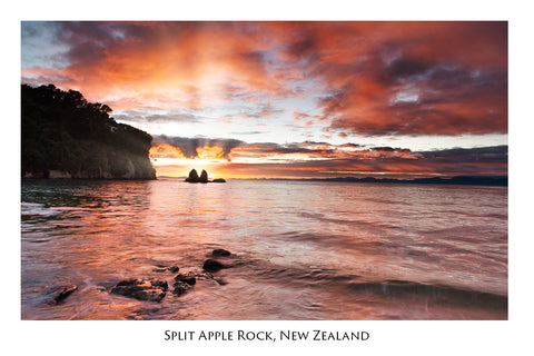 567 - Post Art Postcard - Split Apple Rock - Sunrise