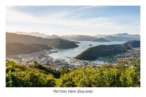 587 - Post Art Postcard - Picton from hilltop