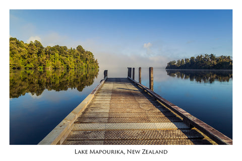 605 - Post Art Postcard - Lake Mapourika