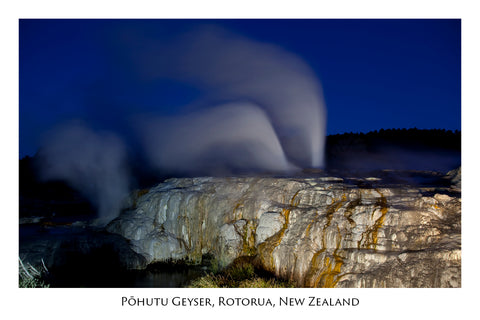 641 - Post Art Postcard - Pohutu Geyser