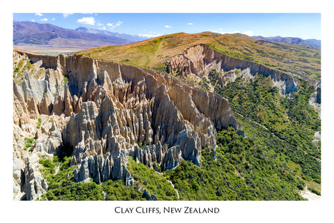 654 - Post Art Postcard - Clay Cliffs Omarama