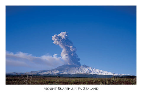 689 - Postcard - Mount Ruapehu - Eruption