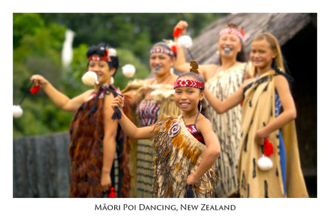 697 - Post Art Postcard - Maori Poi Dancing