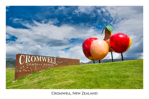 704 - Post Art Postcard - Cromwell Sign
