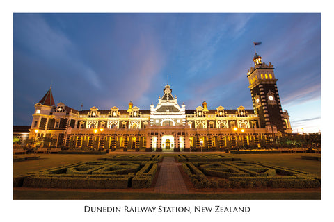 729 - Post Art Postcard - Dunedin Railway Station