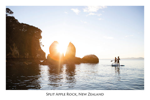 741 - Post Art Postcard - Split Apple Rock - Paddleboarders