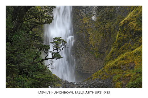 745 - Post Art Postcard - Devils Punchbowl Falls