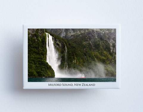FM0018 - Post Art Magnet - Milford Sound