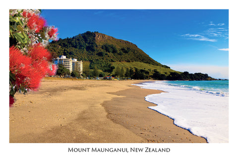 N34 - Post Art Postcard - Beach at Mt Maunganui