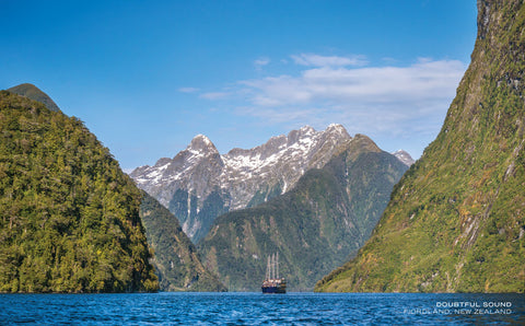 PCL1128 - Sisson Postcard - Real Journeys Boat Doubtful Sound