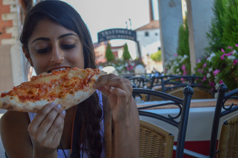 isha eating pizza in venice