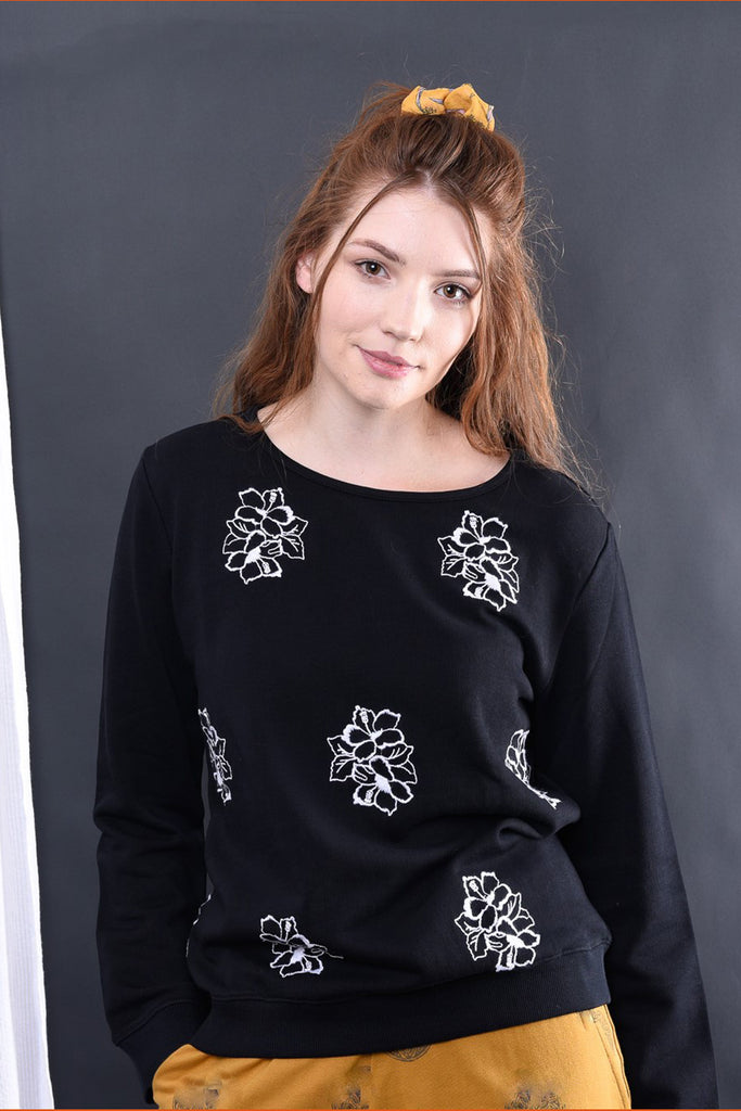 ADAH FLORAL EMBROIDERED KNIT TOP - zohaonline