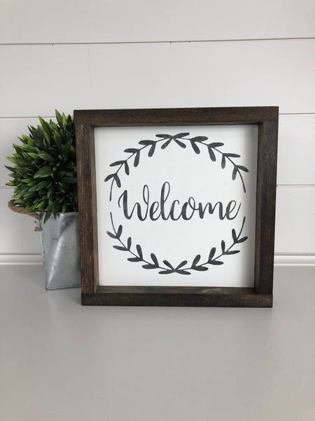 Welcome wreath sign | wood sign | square mini sign| welcome decor | home wall art | entryway wall decor | wood framed sign