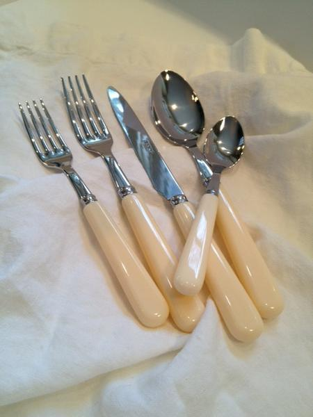 Sabre Cutlery 5 Piece Place Setting - Ivory www.soapandwatereveryday.com