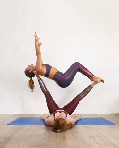 acro-yoga-couple