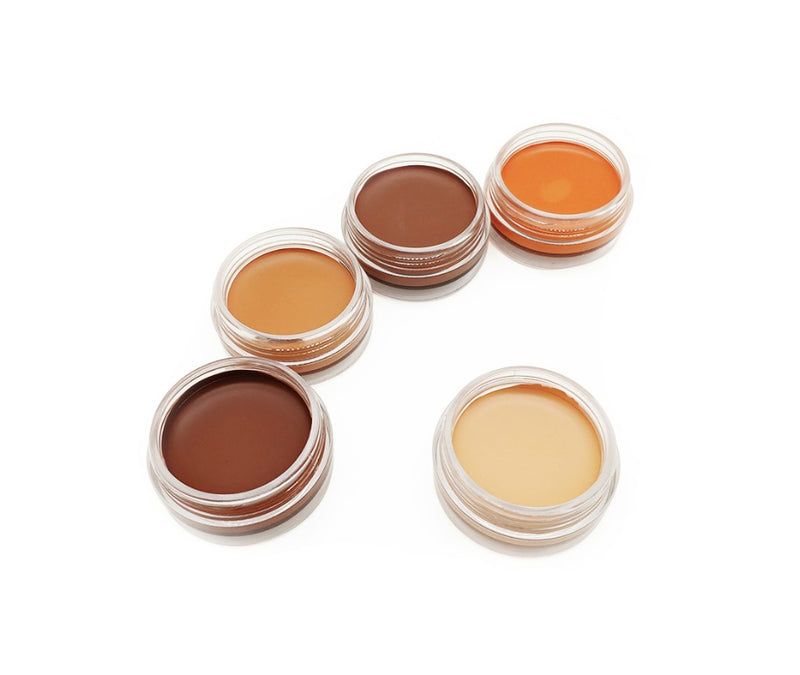 Our Soft Matte Concealer Pots deliver a flawless natural coverage airbrushed look. It's lightweight, high-performance with soft-focus blurring: Soft Matte Complete Concealer instantly conceals dark circles, redness, discoloration, hyperpigmentation, blemishes, and acne with a light-diffusing effect that blurs and smooths. Overtime, skin becomes softer and smoother from collagen-boosting peptides, hyaluronic acid, and a protective cocktail of Vitamins A, C, and E. Completely natural-looking coverage.