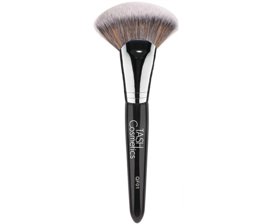 This unique fan shaped brush is ideal for sculpting the face. Use with bronzer for contouring and enhance your cheekbones with highlighting products.