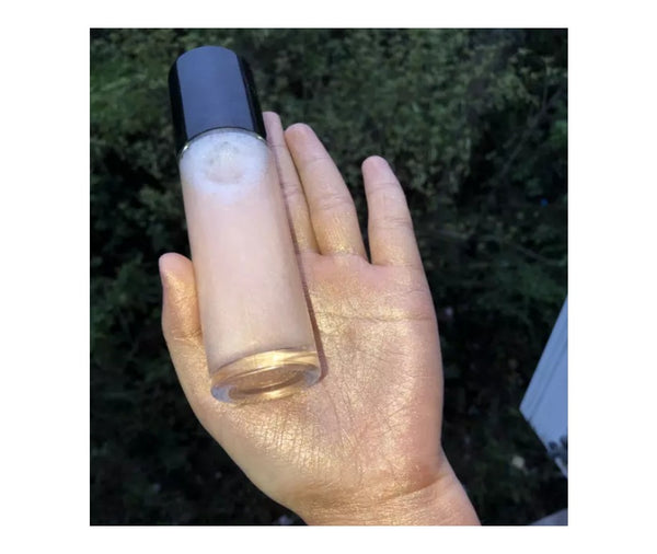 Ready? Set? GLOW!  Our Face and Body Shimmer Highlighting Spray is the perfect multi-purpose shimmer spray. A beautiful bronze gold liquid to prime, set and glow. A fine mist with reflective particles that will give you a glimmering dewy finish. Step into the spotlight this season, a legit all-day glow in just a couple of spritzes.     Can be hot stamped with your logo! Inquire at info@tashcosmetics.com