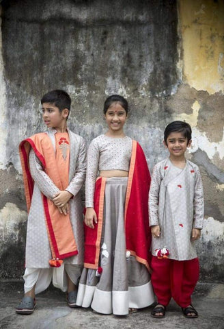Indian children in traditional clothing