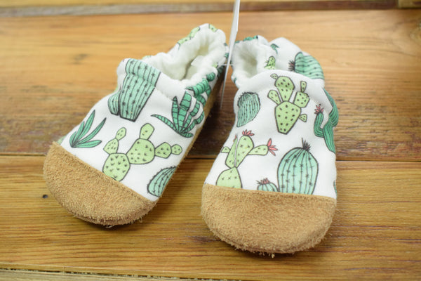 Snow and Arrow Cotton Slippers, Size 12-18 mos
