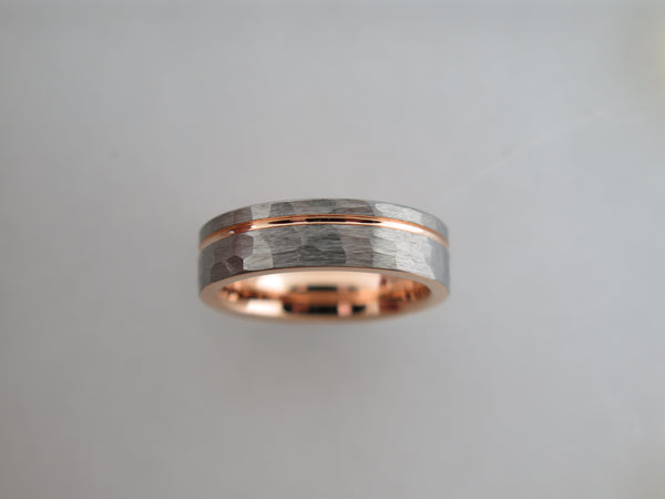 6mm Hammered Brushed Tungsten Carbide Unisex Band with Rose Gold* Stripe & Interior