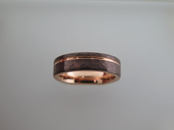 6mm HAMMERED Mocha Brown Tungsten Carbide Unisex Band With Rose Gold* Stripe and Interior