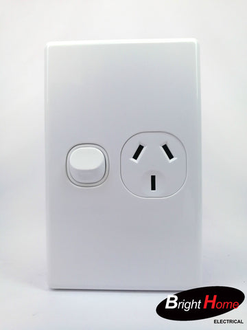 Slim series Single Vertical Switched Socket Outlet, 10A, 250Vac, white  SGPO1V-WW