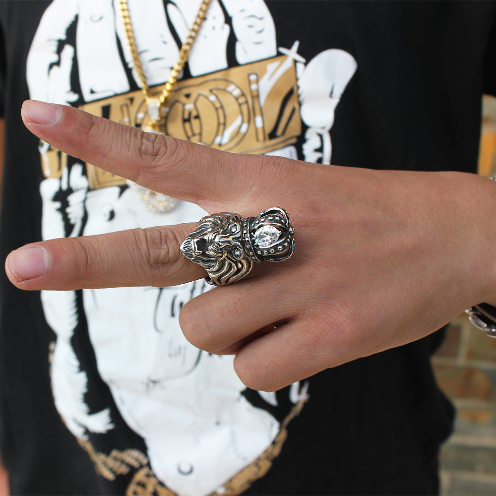 lion head ring on finger