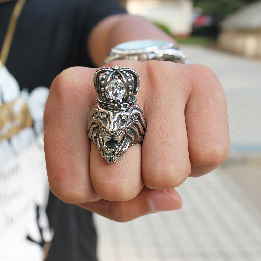 lion head ring on hand