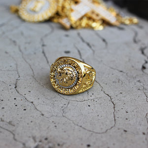 gold lion ring with background