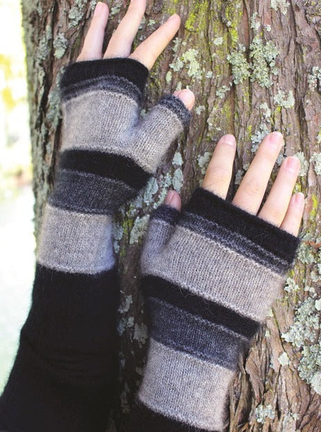 Taupo Possum merino gloves in silver by Lothlorian