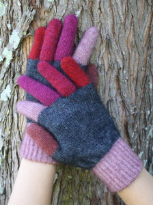 Tempo Possum Merino Gloves by Lothlorian