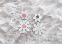 Load image into Gallery viewer, White and Pink Daisy Earrings